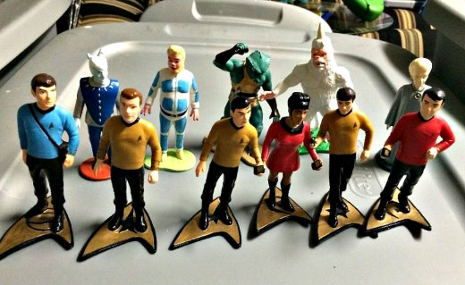 1991 Star Trek Classic TV Series Main Cast and Crew Set of Eleven. In this set you have Captain Kirk, Dr. McCoy, Lieutenant Sulu, Ensign Chekov, Lieutenant Scott, Uhura, Andorian, Tellarite, Gorn, Mugato, Talosian.