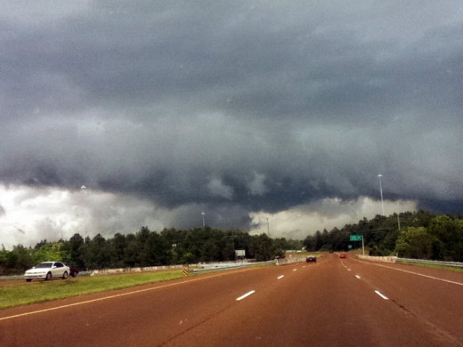 Wall cloud that came through before the tornado that hit Cleveland, TN on April 27th, 2011