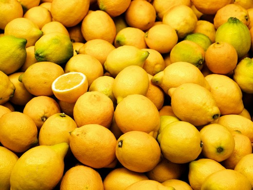 Lemons on the Valencia market