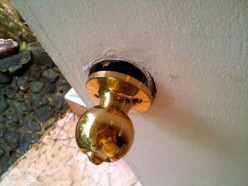 How to Remove a Broken Doorknob