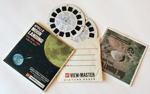 Packages typically contained an outer sleeve, three reels with seven stereo views (14 slides)  each and accompanying story booklet.