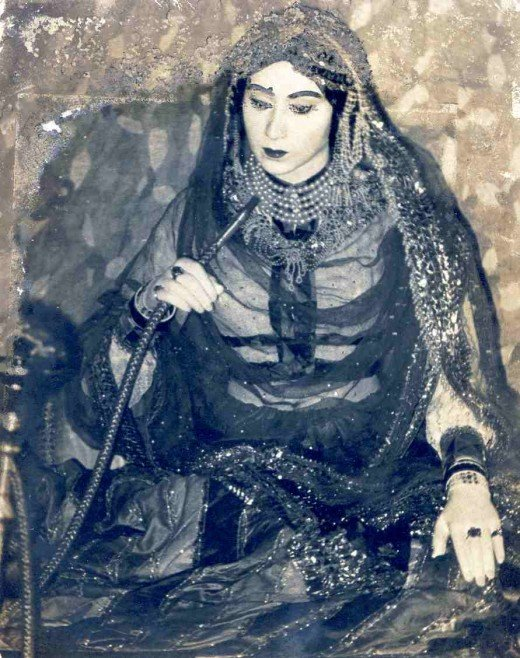 Picture of Begum Hazrat Mahal (? - 1879) [CC-PD-Mark (http://creativecommons.org/licenses/by-sa/3.0/)], via Wikimedia Commons