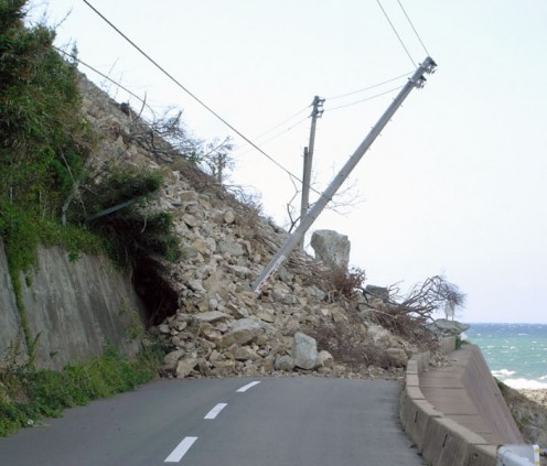 The landslide upon the surrounding road of Shikanoshima, Fukuoka following the earthquakes on March 20 and April 20, 2005.