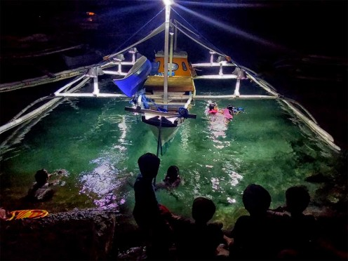 Every night we take the kids swimming at the dock by the banca. The local children come and watch!