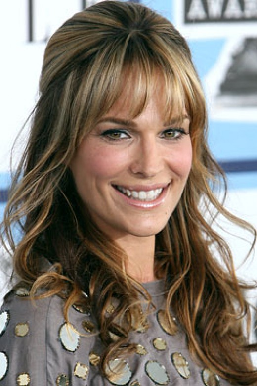 Rhianna Short Pixie Bob Hairstyle. Molly Sims long wavy hairstyle