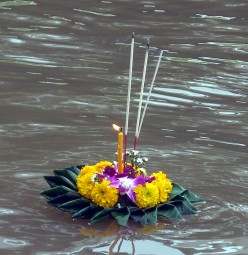 Loi Krathong & Yi Peng Festivals in North Thailand: A Visitors' Guide