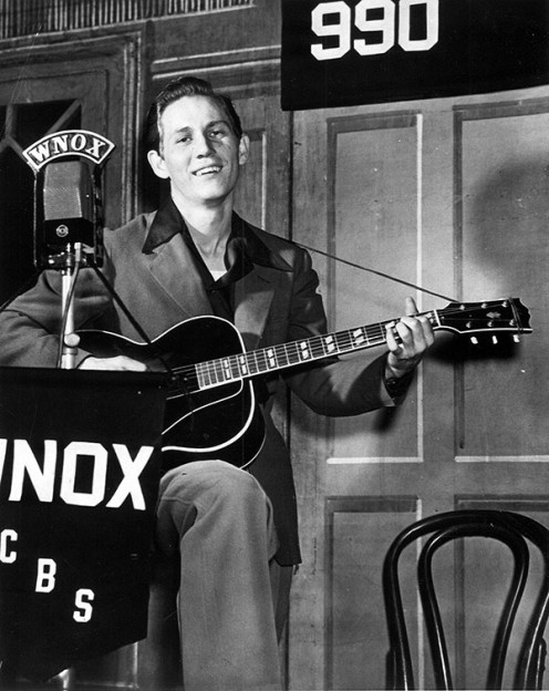 A young Chet Atkins, a true master of the guitar.