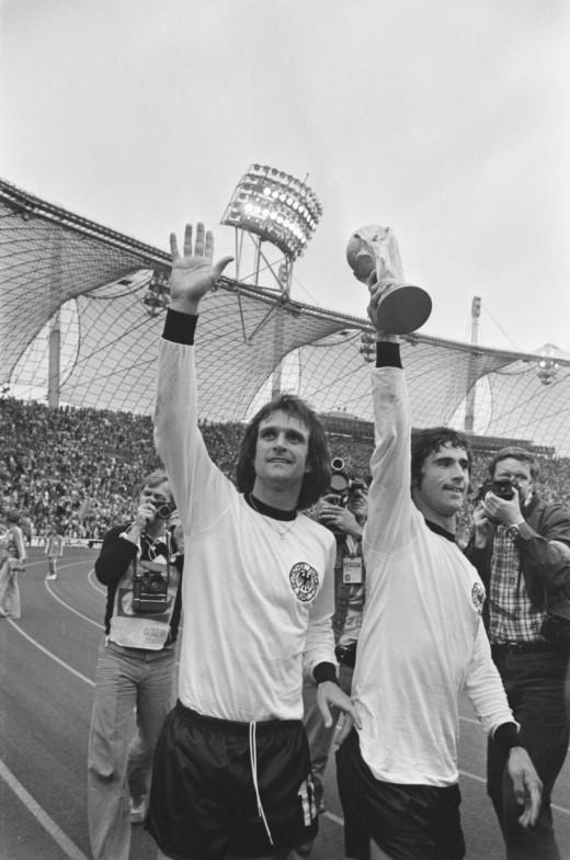 Gerd Müller (right)