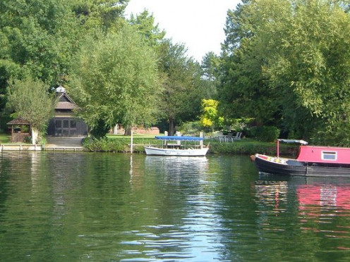 Houseboats, boathouses and willows at Cookham supposedly inspired the writing of The Wind in the Willows.