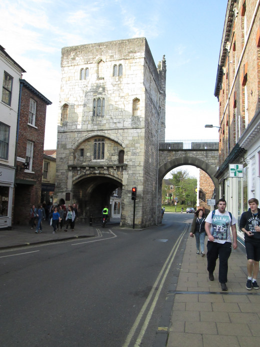 The later Monk Bar stands where Monk Gate intersects the city wall on its eastern side