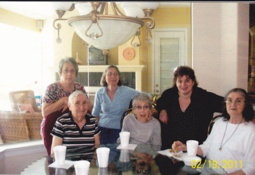 Jean, Lois, Aunt Esther, Aunt Ruth, and Jimmie Kay
