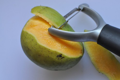2. Peel the mangoes and separate the stone.