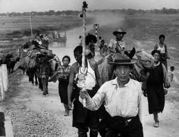Tibetans fleeing to India