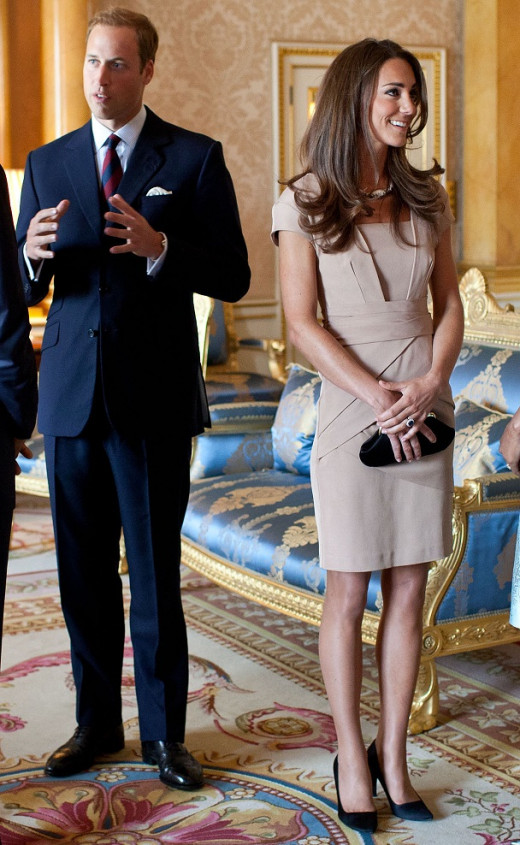 Clothes that fit also flatter. Here Kate wears a well fitted dress.