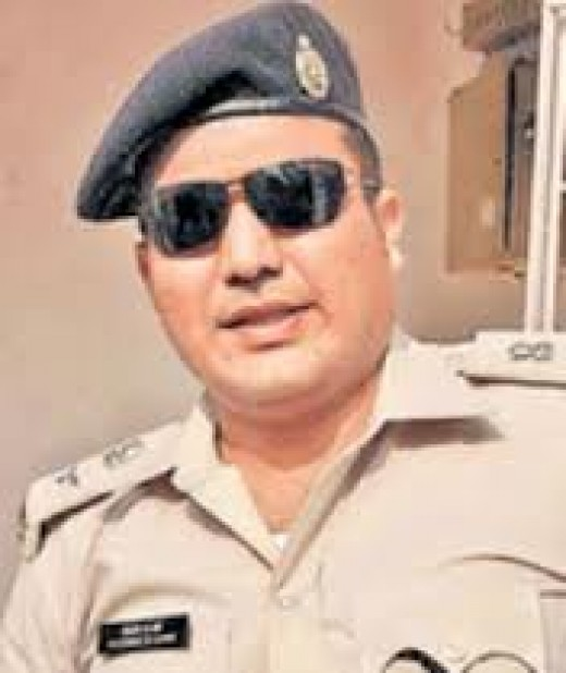 Shivdeep Waman Lande, IPS, is a popular police officer who donates 70% of his salary to charity