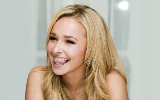 Hayden Panettiere as Mary's hand maid Helen