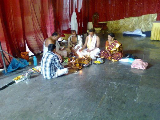 puja being done before Kashi Yatra