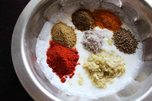 Mix the garam masala, red chilly powder, cumin seeds, coriander seeds and yogurt in a pan. Mix them well.