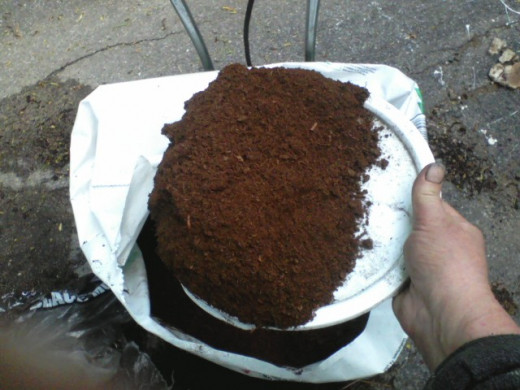 No muddy clumps, and less root rot. But peat dries very quickly so plants must be watered more often.