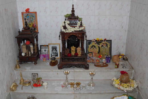 Pooja room in an Indian home By MikeLynch [CC-BY-SA-3.0 (http://creativecommons.org/licenses/by/3.0/)], via Wikimedia Commons