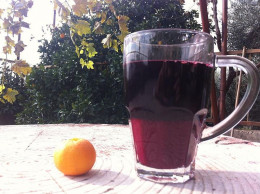 Pomegranate juice for glowing beauty