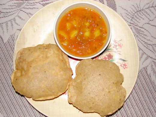 Plain Pooris served with aloo (potato) gravy