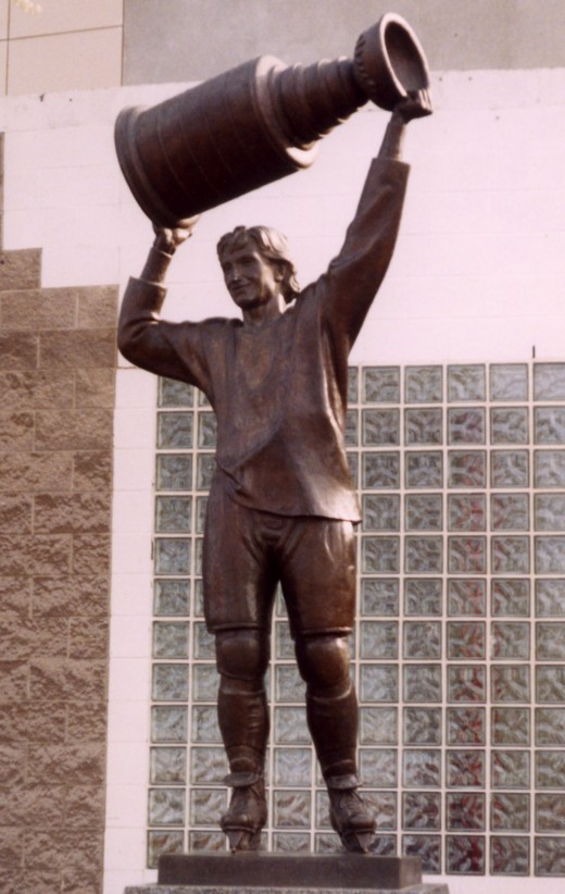 Outside of Rexall Place, there stands a statue of Wayne Gretzky, reminding Edmonton Oiler fans of their great dynasty years of the 80's.