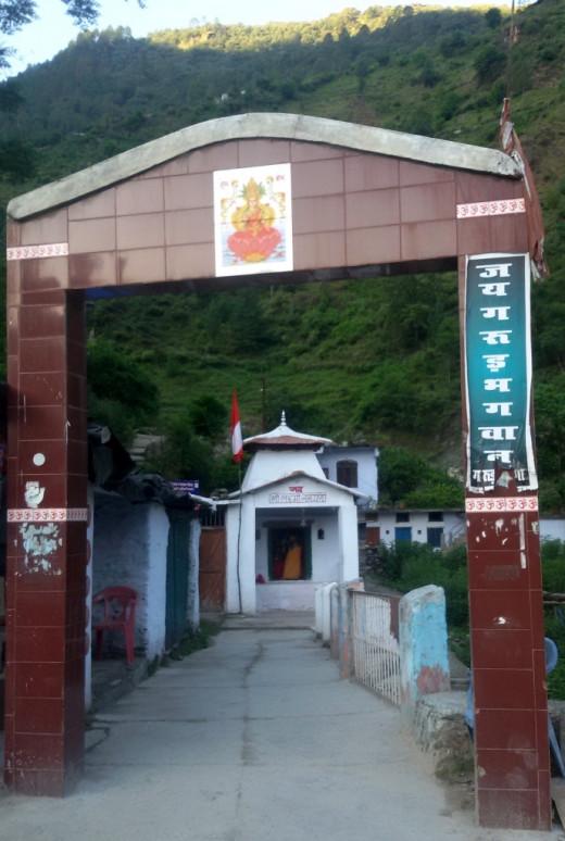 Entry gate : Garud Ganga