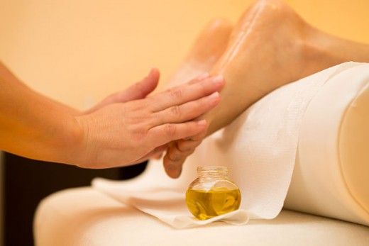 Applied reflexology to the feet