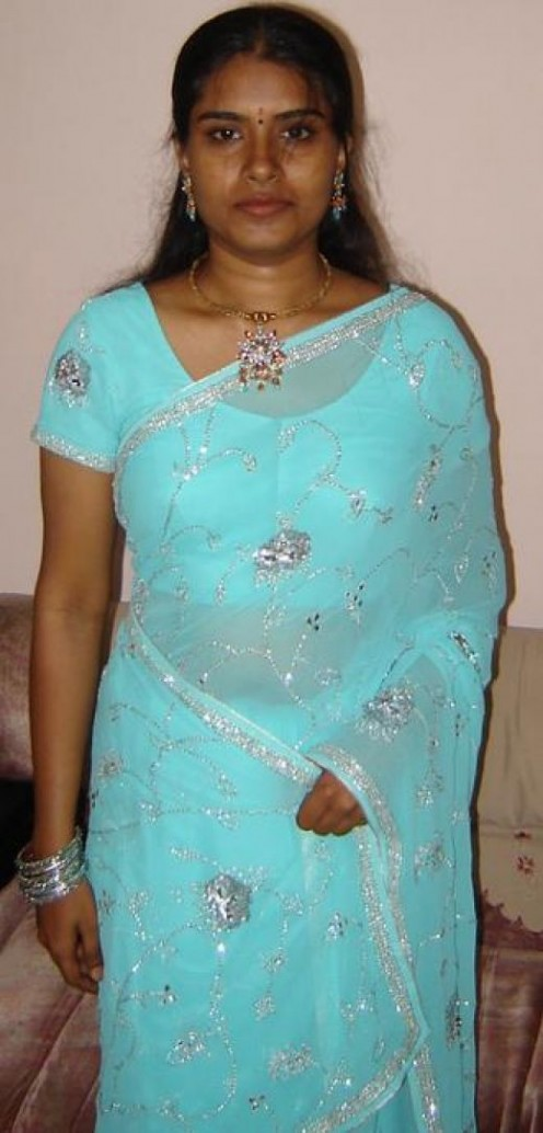 Aunty Show Her Sexy Saree Looking Gorgeus Hot Indian