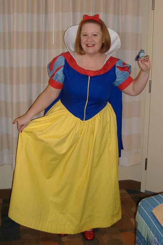 Hollie as Snow White. Notice the bird.