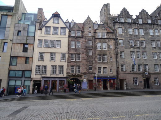 Generally, the buildings along the Royal Mile look something like this.