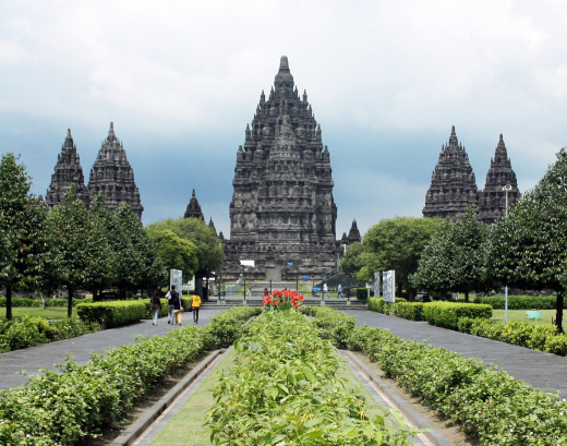 A picture of Prambanan, showing the main three temples in the complex. Picture uploaded by Gunkarta under CC BY-SA 3.0.