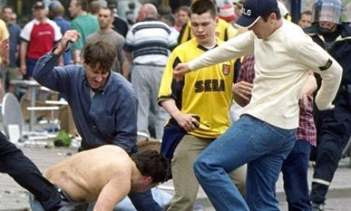 Fighting like these guys are doing is an easy way to be yourself thrown out of most college football games.