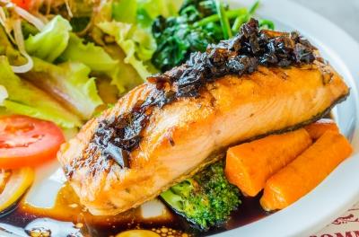 Salmon in Top 8 Cholesterol Lowering foods