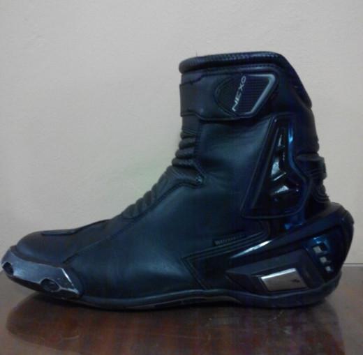 Nexo riding boots.