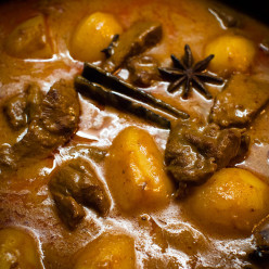 Easy Recipe of Beef and Potato Curry: Aloo Gosht