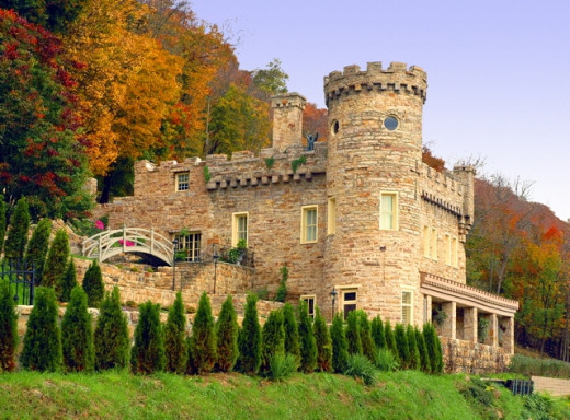 Are you dreaming of a fairytale wedding theme with a castle, ballroom and carriage and the smell of royalty? BerkeleyCastle, West Virginia  Mozier