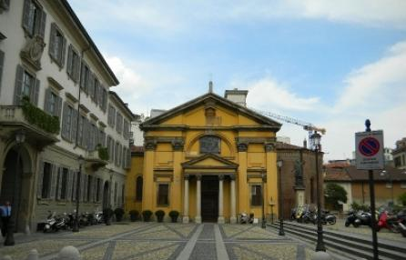 Piazza Borromeo located along the original 5 streets of Milan