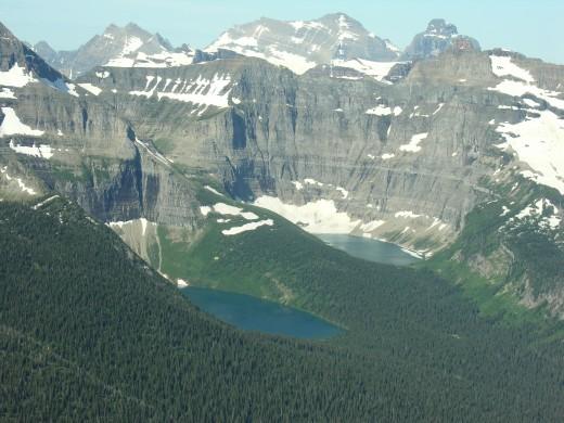 A pretty lake scene.