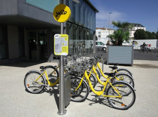 One of the many Yelo bike stations in La Rochelle