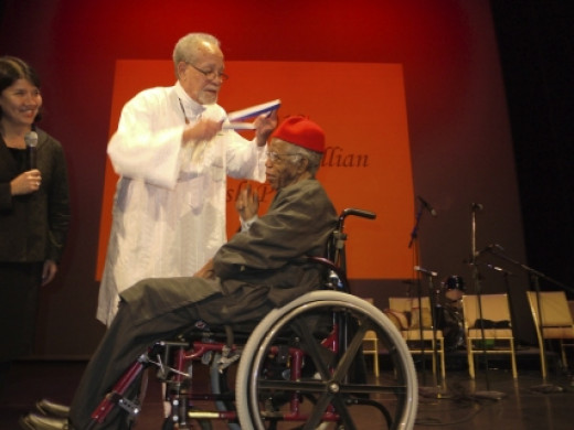 Chinua Achebe Receives the Gish Prize Award