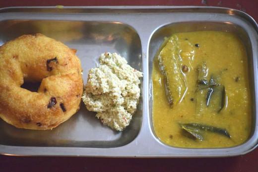 Urad Dal Vada with Chutney and Sambar