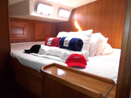 The sleeping areas are also very spacious, with the two forward beds on raised areas in the cabins with lots of ventilation.