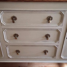 Example of chalk painted furniture