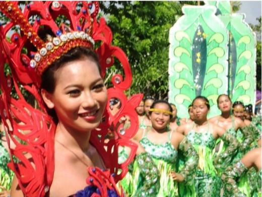 Batobalani contingent queen with her beautiful friends.