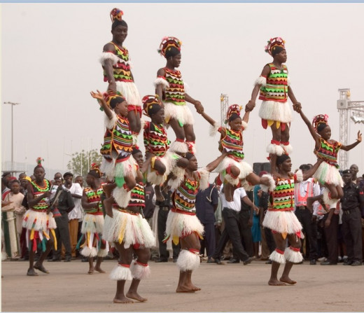 A group performing the Atilogwu dance at Igbo Uturu carnival