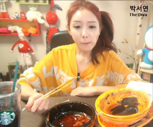 Park Seo Yeon aka The Diva after finishing her meal interacts with her viewers via live chat