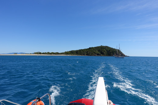 Heading west away from Langford Island to round Hayman Island
