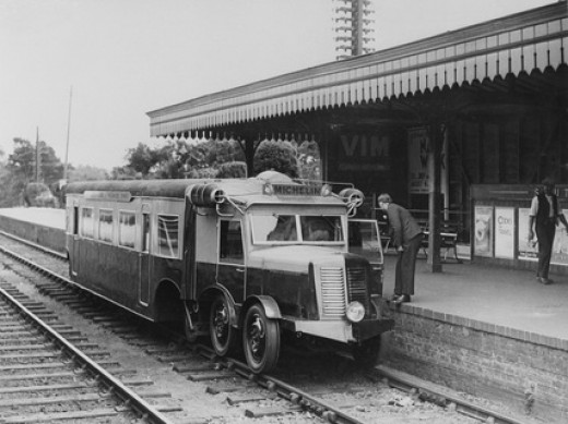 Michelin disel railcar at Ascot, 1932 - Rail-mounted lorry and carriage frame, similar to the NER's rail-mounted bus